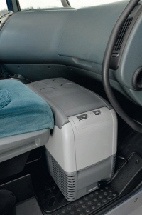 Автохолодильник Dometic CoolFreeze CDF-26 - в авто